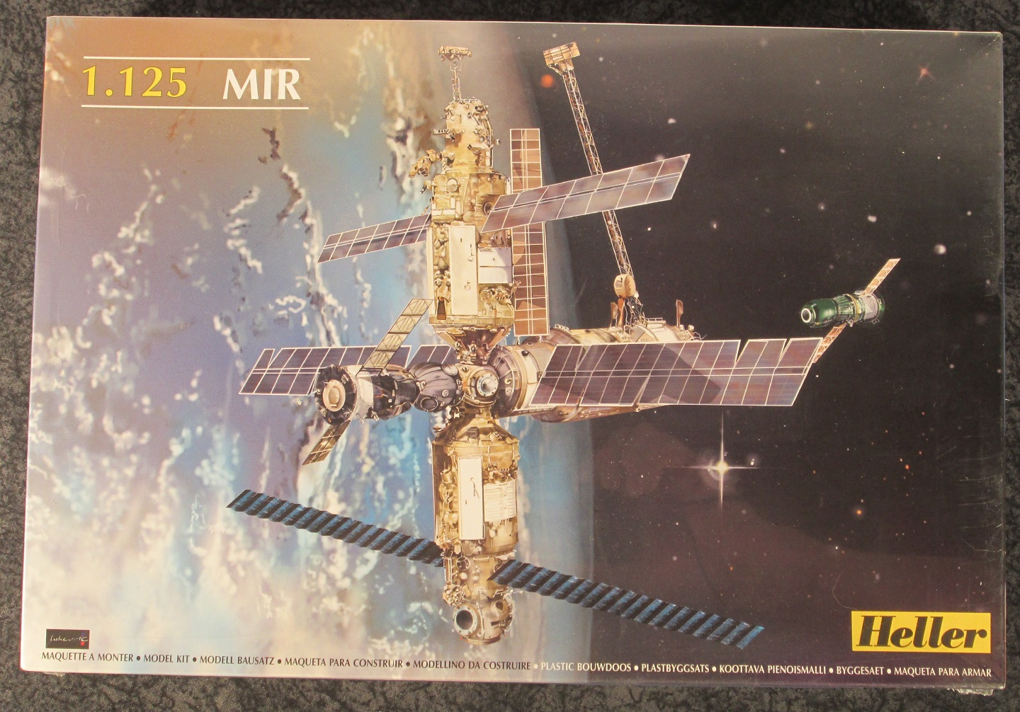 Heller 1:125 Scale Russian Space Station MIR