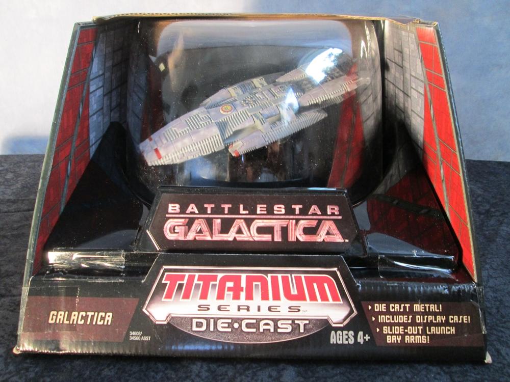 Hasbro Battlestar Galactica Titanium Ultra Galactica