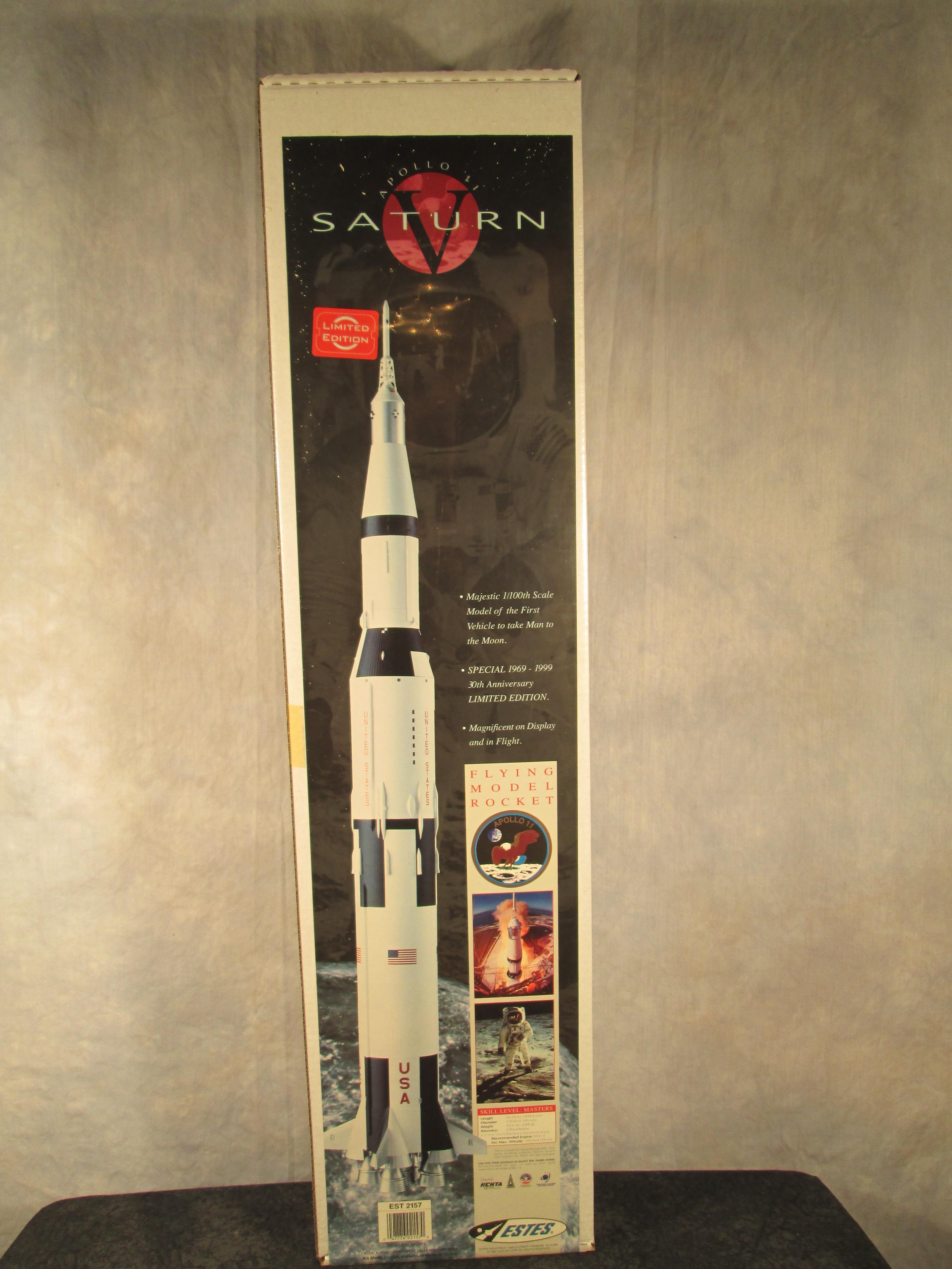 Estes Estes 2157 30th Anniversary Saturn V Flying