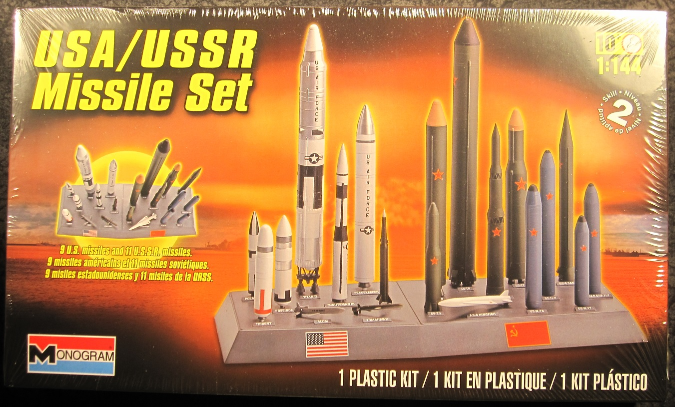 Monogram Usa Ussr 1 144 Scale Ballistic Missile Set